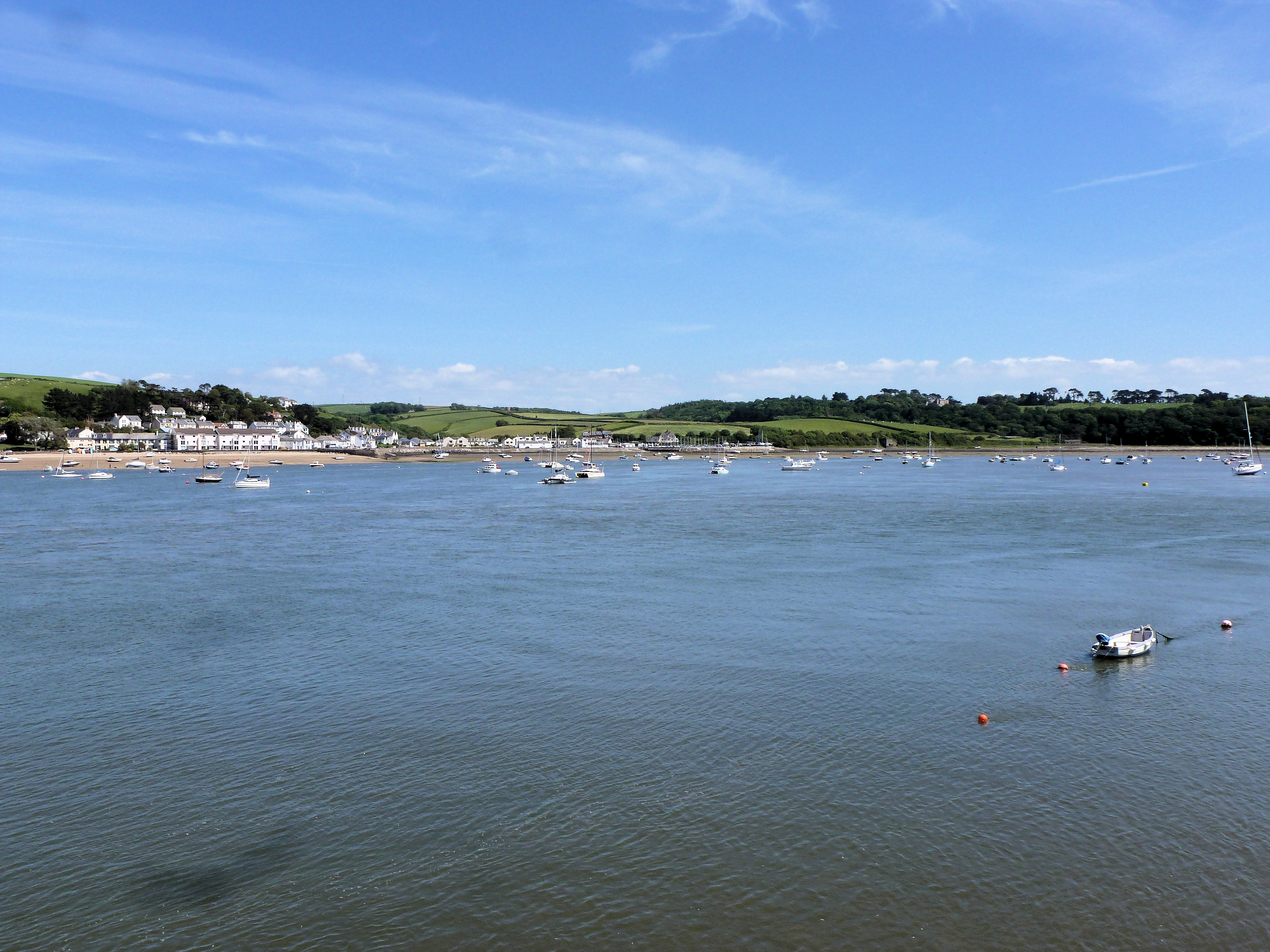 View approaching Appledore (281508 bytes)